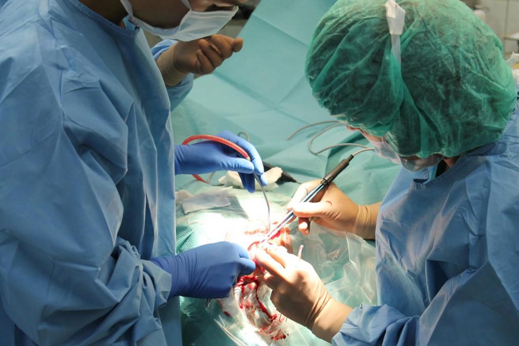 Operacja implatacji ślimakowej u chorego z głuchotą